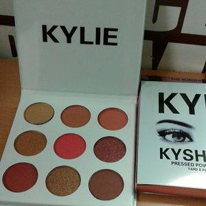 Jenner Cosmetics Kyshadow Burgundy Palette