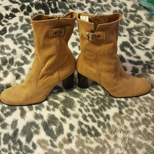 predictions  Shoes - Predictions boots beige zipper on side size 8.