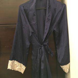 Jones New York Other - Navy silky lace robe