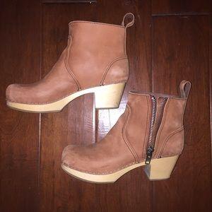 Swedish Hasbeens Shoes - Swedish Hasbeens Zip It Emy in tan/rust nubuck 39