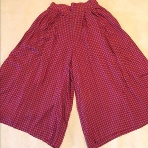 Leslie Fay Pants - Red patterned Culottes