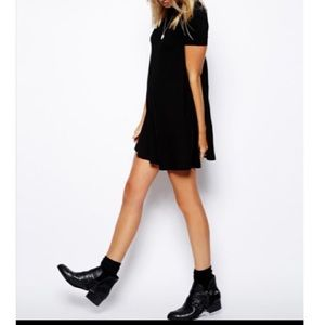 🆕 black high neck dress