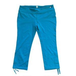 Roxy Pants - Roxy Turquoise Workout Capri with zipper pocket