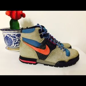 hot sale online aecc1 9274b Nike Shoes - RARE! Vintage Nike Son of Lava Dome Hiking Boots!