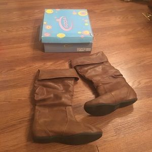Soda Shoes - Soda Boots Tan Size 8 Like New