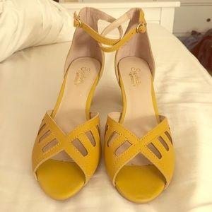 Seychelles Shoes - NWOT mustard yellow Seychelles peep toe heels