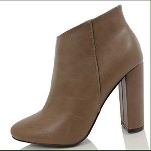 Breckelles Shoes - Women's ankle boots size 8
