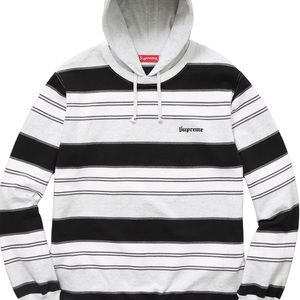 ✨$260✨NWT SUPREME HOODIE (PREFER NOT THROUGH POSH)