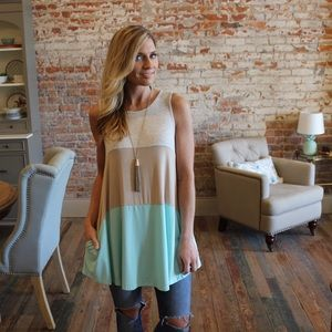Sleeveless knit colorblock tunic with pockets