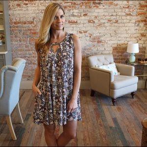Dresses & Skirts - Paisley sleeveless dress with pockets