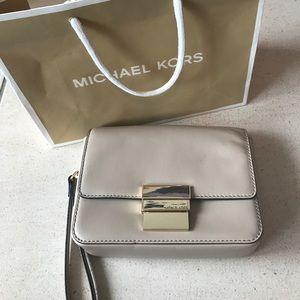 Cream leather Michael Kors wristlet
