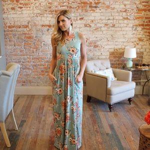 Dresses & Skirts - Mint floral maxi dress