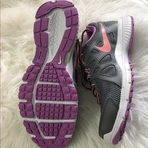 Nike Shoes - Womens NIKE revolution 2
