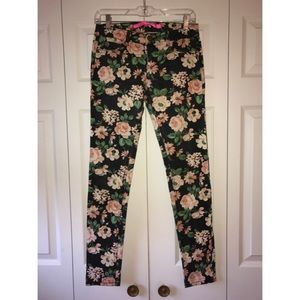 Tinseltown Denim - 🌸Flowered Skinny Jeans🌸