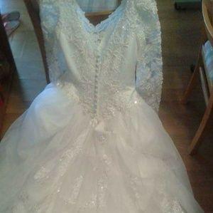 Oleg Cassini Dresses - Wedding dress with veil and tiara plus slip