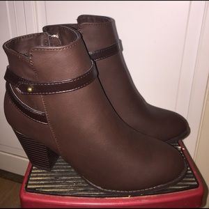 Avon Shoes - Cushion Walk New Brown Booties