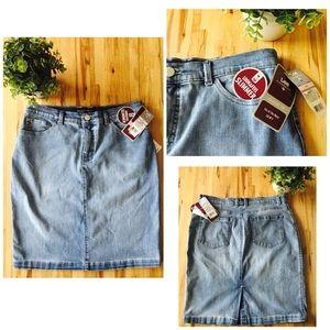 Lee Dresses & Skirts - Lee Platinum Label Denim Slimming Skirt!