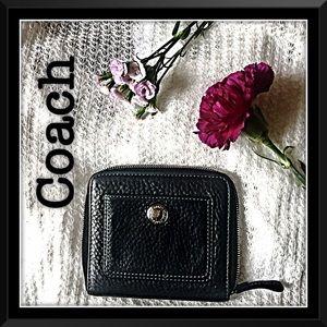 Coach Handbags - 💕Coach Chelsea zipper wallet💕