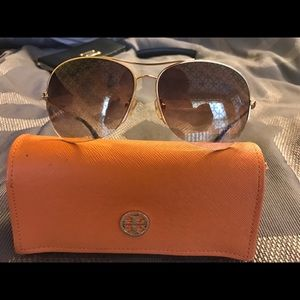 ***SOLD***Tory Burch Avatar sunglasses 😎