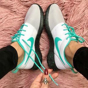 Nike Shoes - NWT Nike ID Roshe