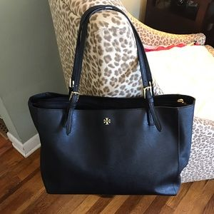 Tory Burch Handbags - Tory burch york buckle tote