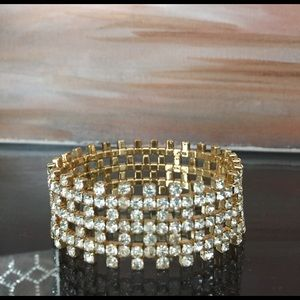 Jewelry - Need a little bling! Beautiful stretch bracelet