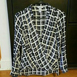 Gorgeous classic but modern black & white blouse!