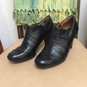 Clarks Shoes - NWOT Clarks Black Heel
