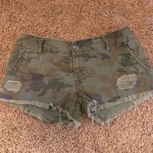 Mossimo Supply Co Pants - Mossimo Target Green Camo Short Cutoff Shorts sz 7