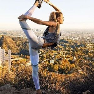 ALO Yoga Pants - ALO Shelia legging