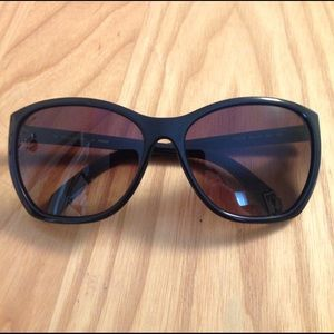 Fendi Accessories - Authentic Fendi Black Sunglasses