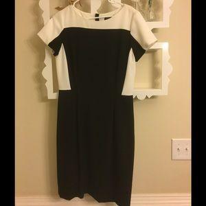 Tahari Dresses & Skirts - 😍New Tahari colorblock black/white dress😍