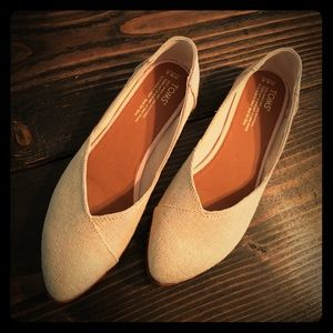 TOMS Shoes - TOMS FLATS SIZE 8.5 BRAND NEW