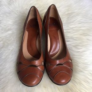 Sofft Shoes - Sofft Vintage Style Cognac Leather Pumps
