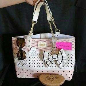 Betty Johnson  Handbags - 🎉🎉HP🎉🎉🌼🌼Betsy Johnson handbag/ crossbody🌼🌼