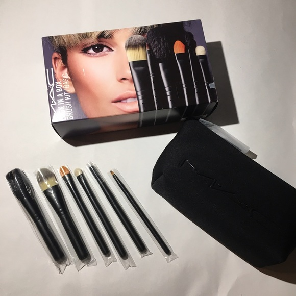 MAC Look In A Box Basic Brush Kit. NWT. MAC Cosmetics
