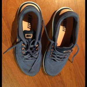 Size 7.5 Nike Flex 2016 Run--like new
