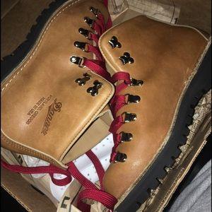 Danner Shoes - Danner originals women's mountain light cascad 7.5