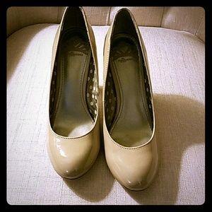Fergalicious Shoes - NWOT Fergalicious tan pumps