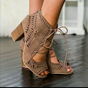 Breckelles Shoes - NWT Tan Lace Up Triangle Cut Out Heel