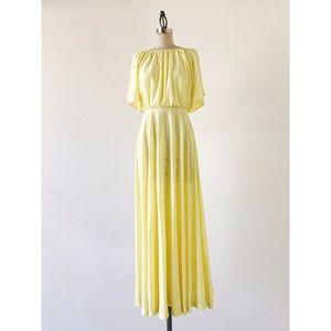 VINTAGE | 70s Minimalist Flutter Sleeve Dress