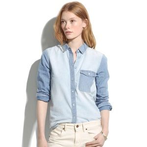 Madewell Tops - Madewell two tone chambray denim button up shirt
