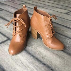 NWOT Brown / tan lace up heel booties