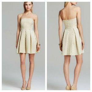 Trina Turk Dresses & Skirts - ⚡⚡FLASHSALE⚡⚡TRINA TURK JACQUARD STRAPLESS DRESS