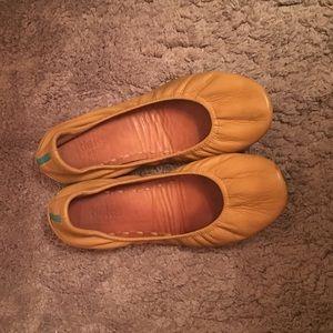 Tieks Shoes - Camel colored tieks, size 8