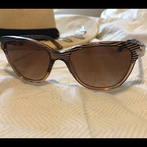 Versace Accessories - Classy VERSACE Sunglasses 😎 • Like new