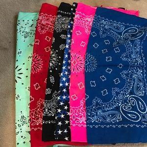 Accessories - Bundle of bandanas
