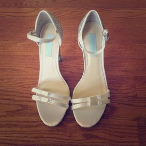 Betsey Johnson Shoes - Beautiful ivory Betsey Johnson shoes w/ crystals.