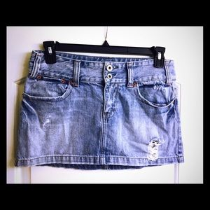 American Eagle Outfitters Dresses & Skirts - American eagle destroyed denim skirt size 8