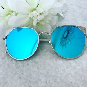 Accessories - Cat Eye Mirrored Sunglasses in Blue